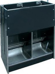 twin space wet/dry feeder